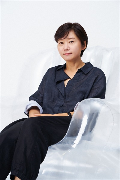 넷플릭스 오리지널 <보건교사 안은영> 이경미 감독 인터뷰 사진