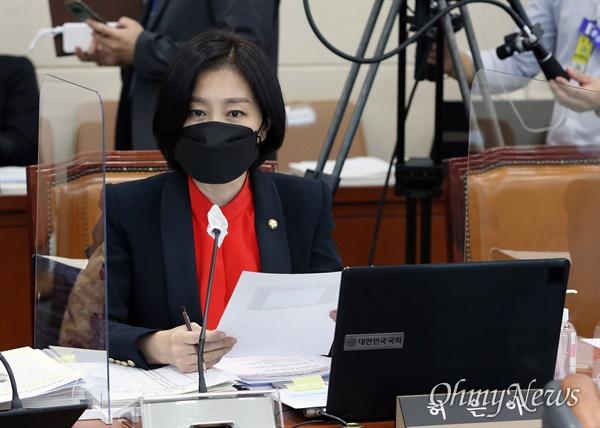 허은아 국민의힘 의원이 8일 오후 서울 여의도 국회에서 열린 과학기술정보방송통신위원회의 방통위에 대한 국정감사에서 의사진행 발언을 하고 있다.