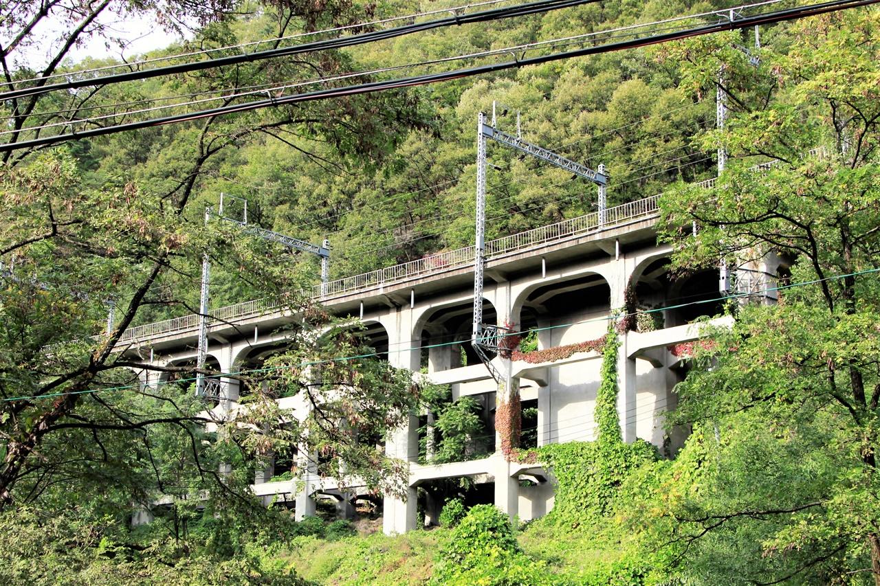치악역 인근에 설치된 라멘교. 산악철도와 산업철도에서 자주 보이는 특별한 다리이다.