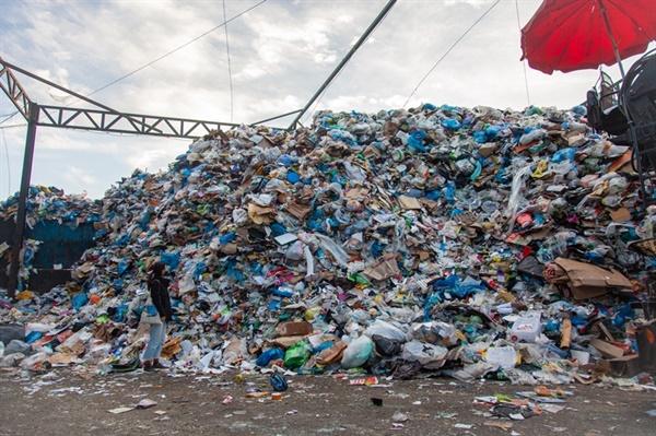 추석후, 선별장에 가득 쌓인 재활용쓰레기