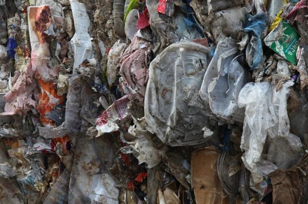 잔재물로 처리된 배달용기 일부.음식을 담은 배달용기는 오염도가 심해 재활용이 어렵다.