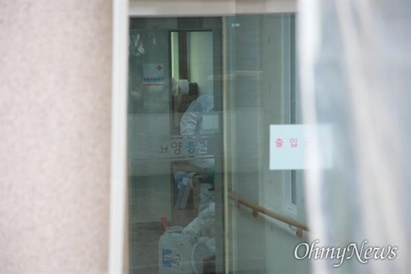 14일 오전 현재 부산 북구 만덕동 해뜨락요양병원 앞