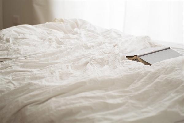 <천장의 무늬>를 시작으로, 더 많은 '침대 위에서의 낭독회'가 이어지길 기대한다.