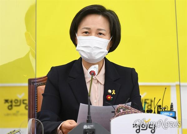 강은미 정의당 원내대표가 15일 오전 서울 여의도 국회에서 열린 대표단 회의에 참석해 모두 발언하고 있다.