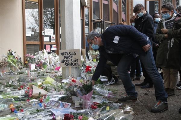 16일(현지시간) '프랑스 교사 참수 사건' 발생한 중학교 현장.
