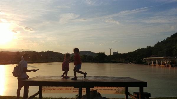 삼척 장미공원. 도시의 훌륭한 공적 공간들은 개인적 야심을 누그러뜨린다.