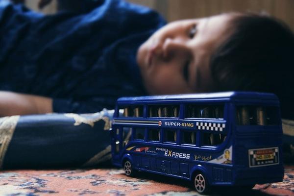 때론?아이들이 무심결에 뛸 때도 있으니 평소에도 층간 소음 문제를 일으키지 않도록 신경을 많이 쓰고 있다.