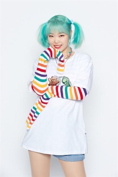 악뮤 이수현이 첫 싱글앨범 '에일리언'을 발매하고 솔로로 데뷔했다.