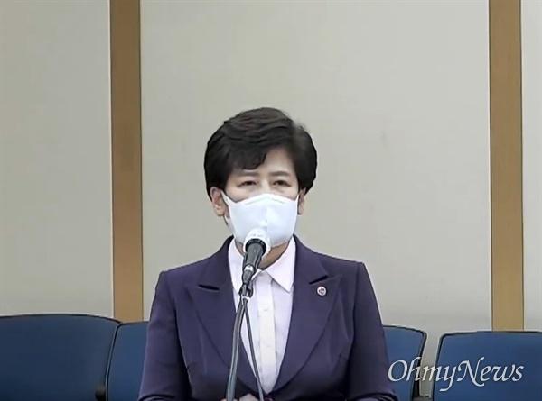 19일 경북대학교에서 열린 국회 교육위원회 국감에서 강은희 대구시교육감이 질문에 답변을 하고 있다.