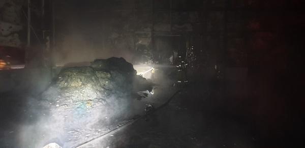 10월 20일 오전 1시 2분경 김해시 한림면 가동리 소재 한 공장에서 화재.