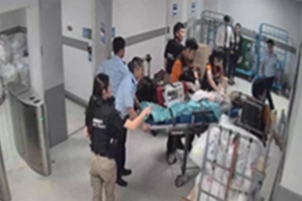 2019년 9월 28일 일본 후쿠오카 공항에서 입국이 거부돼 인천공항을 거쳐 다시 말레이시아 쿠알라룸푸르 공항으로 돌아가야 하던 외국인 승객 A씨가 인천공항에서 소란을 피워 환승호텔로 옮겨졌다. 밤새 환승호텔에서 난동을 피운 A씨는 다음 날 의식불명 상태로 발견돼 병원으로 옮겨졌으나 숨졌다.