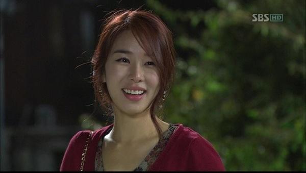 유인나는 <시크릿가든>에서 길라임의 단짝친구 임아영 역을 사랑스럽게 연기하며 호평을 받았다.