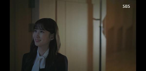 송아는 그토록 사랑했던 바이올린을 떠나보낸 뒤에야 진정으로 행복하게 웃는다.