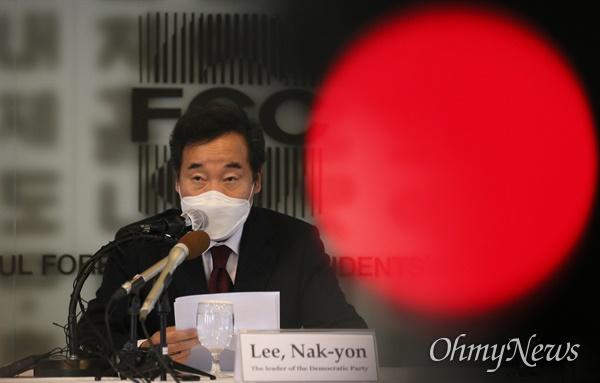 더불어민주당 이낙연 대표가 21일 오후 서울 중구 프레스센터에서 열린 외신기자클럽 초청 토론회에서 발언하고 있다.