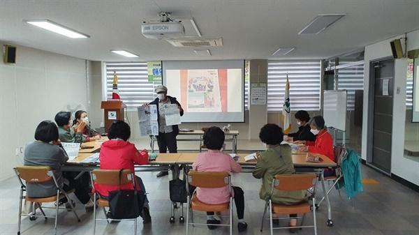 부산 연제구는 10월 14일부터 '해맞이마을 기자학교'를 개강하고 마을신문 발간 교육과정을 진행하고 있다. 사진은 10월21일 교육 모습이다.