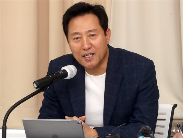 오세훈 전 서울시장이 22일 오후 서울 마포구 마포현대빌딩에서 열린 더 좋은 세상으로 제9차 정례세미나에서 기조연설을 하고 있다.