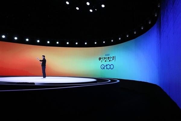 KBS의 대표적인 시사교양 프로그램인 <명견만리>가 2년 만에 시즌4 <명견만리 Q100>으로 돌아온다. 'Q100'은 국민들이 던진 질문 가운데 100가지를 선별해 답변하는 쌍방향 의사소통 방식을 더했다는 뜻이다.