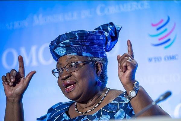 유명희 통상교섭본부장과 함께 세계무역기구(WTO) 사무총장 선거에서 경합을 벌이고 있는 나이지리아 출신 응고지 오콘조-이웨알라 후보가 기자회견하고 있다.