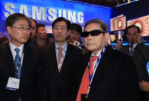 2010년 1월 8일 CES 2010 행사에 참관한 이건희 회장.