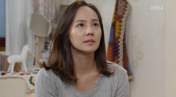 유진은 첫째딸 출산 후 출연한 드라마 <부탁해요 엄마>로 2015년 KBS 연기대상 우수상을 수상했다.
