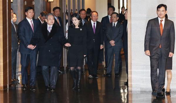 2014년 1월 2일 신라호텔에서 열린 삼성그룹 신년하례식장의 이건희 회장.