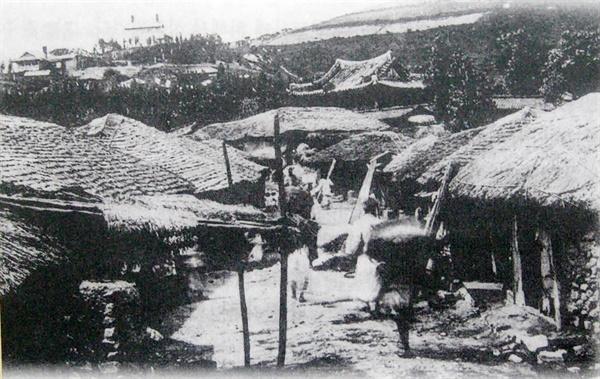 일제강점기 군산 외곽 구암리 모습(호남선교 예배당 전시관에서 찍음)