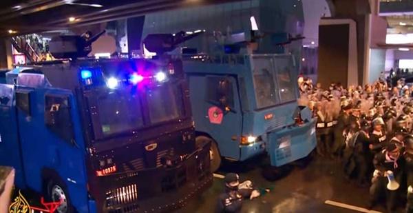 지난 10월 16일, 태국 방콕에서 경찰이 시위대를 강제해산하는 과정에서 지노모터스의 물대포가 사용되었다. 지노모터스의 홍보자료에 따르면 지노모터스는 2010년과 2013년에 태국 경찰에게 물대포를 수출했다.