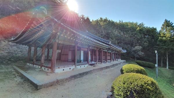 선성현 객사, 조선시대 객사의 모습을 잘 보여주는 건물이다