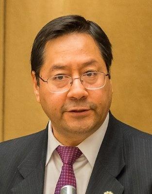 지난 10월 18일 볼리비아 대선에서 55.1% 득표율을 기록하며 대통령 당선인이 된 루이스 아르세. 그는 에보 모랄레스 전 대통령 집권 당시 경제재무부 장관을 지냈다.