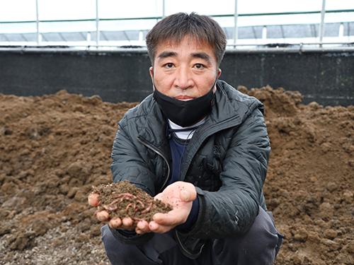 수동 지렁이농장 변종열씨.