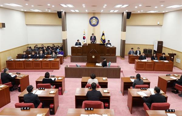 부마민주항쟁 기념 및 지원 조례안을 만장일치로 통과시킨 부산 금정구의회.