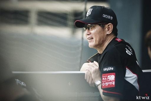 창단 첫 가을야구 진출을 이끌고 3년 재계약에 성공한 kt 이강철 감독
