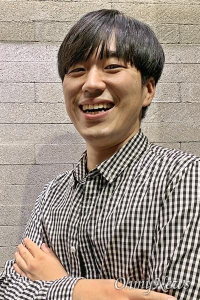 지난 21일 <오마이뉴스>와 인터뷰 한 황희두 민주연구원 이사.