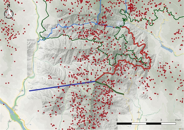 2004년에서 2020년 상반기까지 형제봉 일대에서 위치추적된 반달가슴곰 분포도(이 사업에 의한 계획도. 붉은 선 산악열차, 파란 선 케이블카, 초록 선 모노레일).