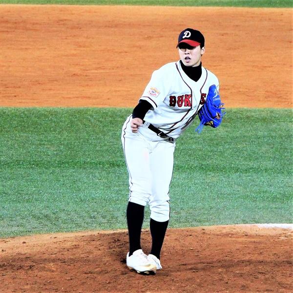 이날 경기로 마지막 고교야구 투구를 마친 덕수고 장재영 선수.