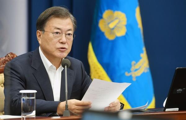 문재인 대통령이 26일 청와대에서 수석·보좌관 회의를 주재하고 있다.