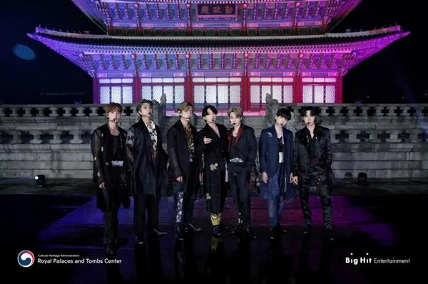 궁궐을 배경으로 공연을 펼친 방탄소년단(BTS)