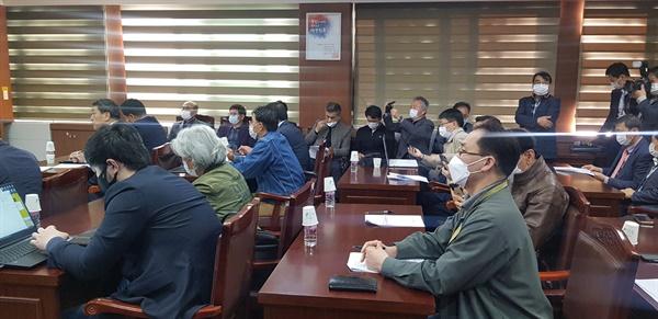 기자회견장 찾은 허베이조합 태안지부 자문위원들 이날 기자회견장에는 허베이조합 태안지부 자문위원들도 자리를 함께 해 기자회견을 지켜봤다.
