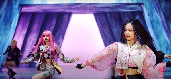 <How you like that> 뮤직비디오에서 한복 의상을 선보여 해외 팬들의 이목을 집중시킨 블랙핑크.