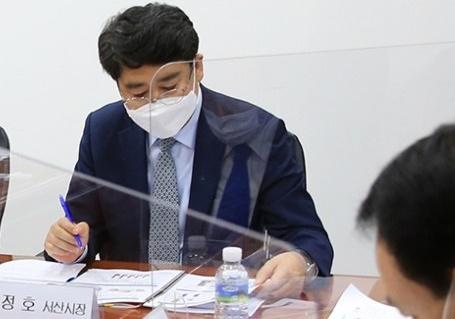 지난 28일 국회에서 열린 '서해안 내포철도 국가계획 반영을 위한 국회토론회'에 참석한 맹정호 서산시장