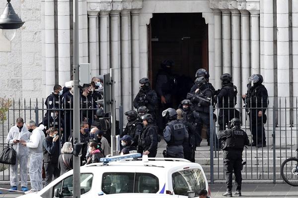현지시각 10월 29일 프랑스 니스성당 참수 테러로 3명이 사망했다.