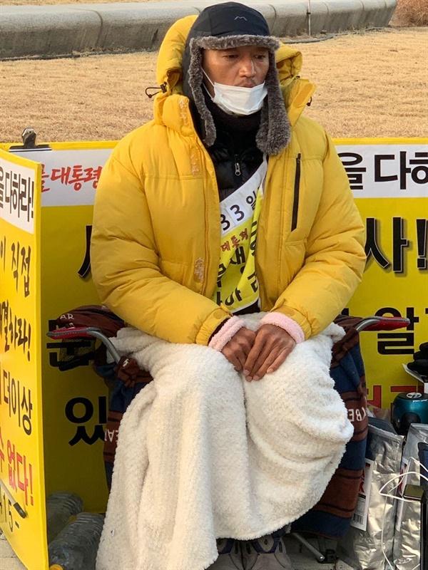 청와대 앞에서 33일째 세월호 진상규명을 촉구하며 단식투쟁을 하고 있는 피해당사자 김성묵씨 .