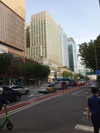 동아일보 세종로보급소가 있던 자리로, 현재는 르메이에르 종로타운 빌딩이 서 있다.