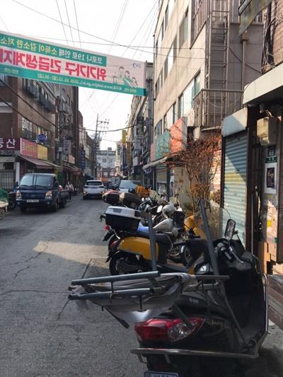 창신동에서 흔히 볼 수 있는 오토바이.
