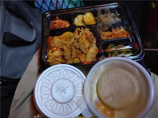 지난 8일 제천에서 활동하는 사진작가들과 함께 전북 진안으로 출사한 날 먹은 아침 도시락.