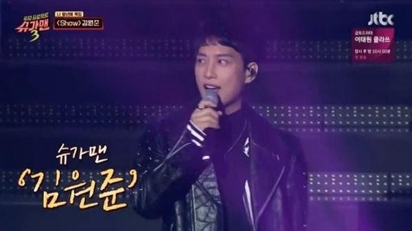 김원준은 지난 1월 <슈가맨3>에 출연해 히트곡들을 부르며 변함 없는 외모와 무대매너를 선보였다.