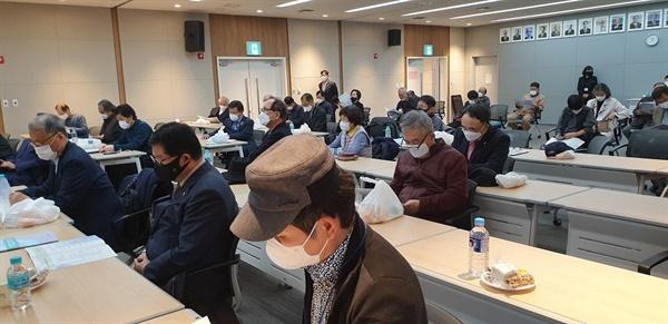 진국민주화운동동지회 출범식 50여 명의 회원들이 광복회관에 참석해서 민주유공자법 제정 추진을 결의하였다.