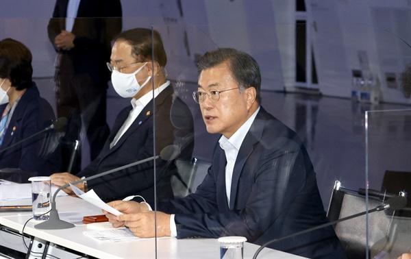 제3차 한국판 뉴딜 전략회의서 발언하는 문 대통령 문재인 대통령이 16일 오후 서울 동대문디자인플라자에서 열린 제3차 한국판 뉴딜 전략회의에 참석, 발언하고 있다. 2020.11.16