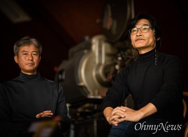 태안6.25전쟁 중 벌어진 태안 지역 민간인 학살을 다룬 영화 <태안>의 구자환 감독(오른쪽)과 인터뷰어로 출연한 김영오씨