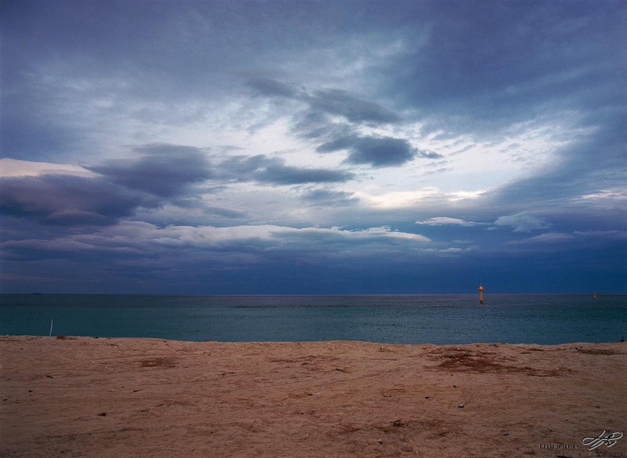 매원2리 원평해수욕장의 바다 (645N/Ektar100)미세먼지 없는 하늘은 흐려도 아름다운 그림을 보여준다.
